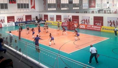 ADC Bradesco e Vôlei Positivo/Londrina jogam por um lugar na decisão