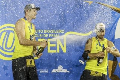 Alison e Bruno Schmidt vencem Pedro Solberg/George e faturam ouro em Maceió