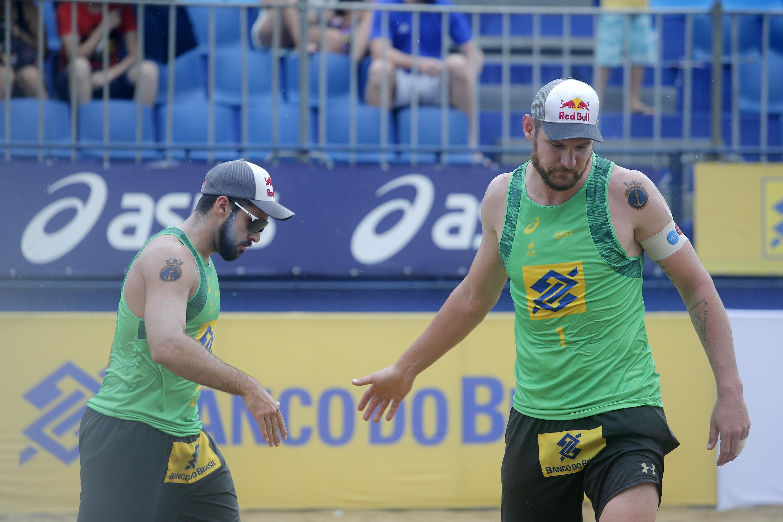 Alison/Bruno e André/Evandro fazem duelo de campeões mundiais pelo título em Fortaleza