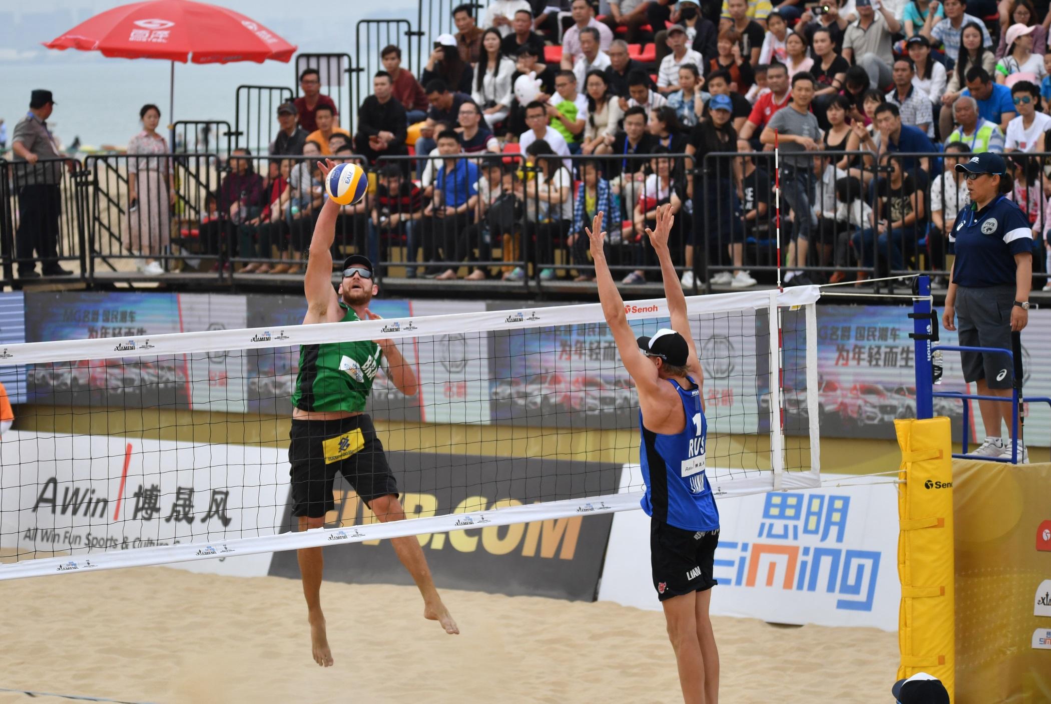 Alison/Bruno lutam pelo bronze, e Ágatha/Duda vão à semifinal