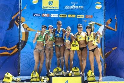 Ana Patrícia supera lesão na final e, junto de Rebecca, vence etapa em Aracaju
