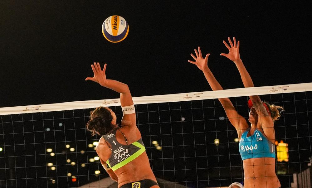 Ana Patrícia/Rebecca e Maria Elisa/Carol disputam o bronze