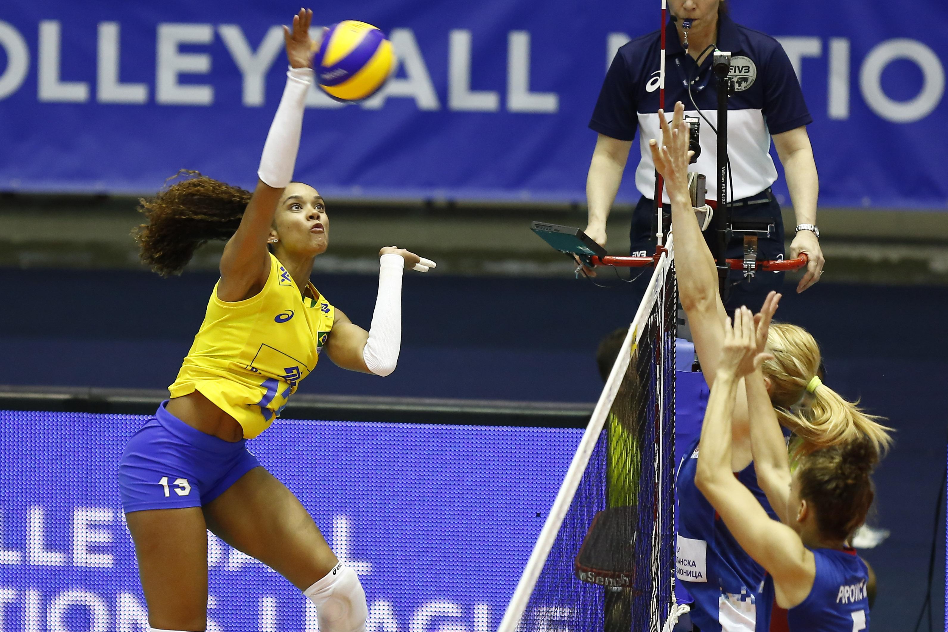 Brasil encerra etapa em casa com vitória sobre a Sérvia