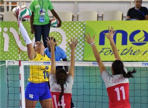 Brasil estreia com vitória sobre o México