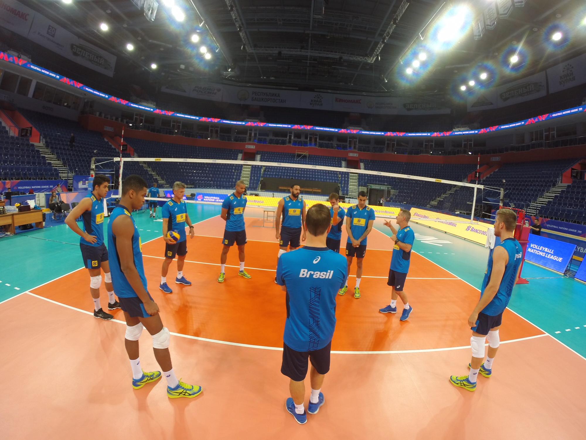 Brasil estreia na terceira semana contra a Rússia