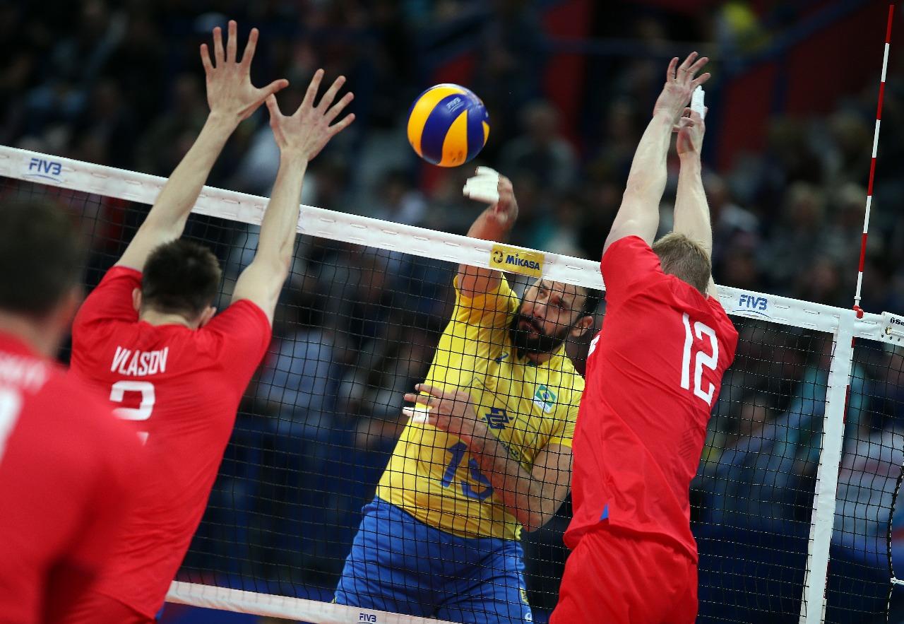 Brasil leva a melhor em clássico e bate a Rússia por 3 sets a 1