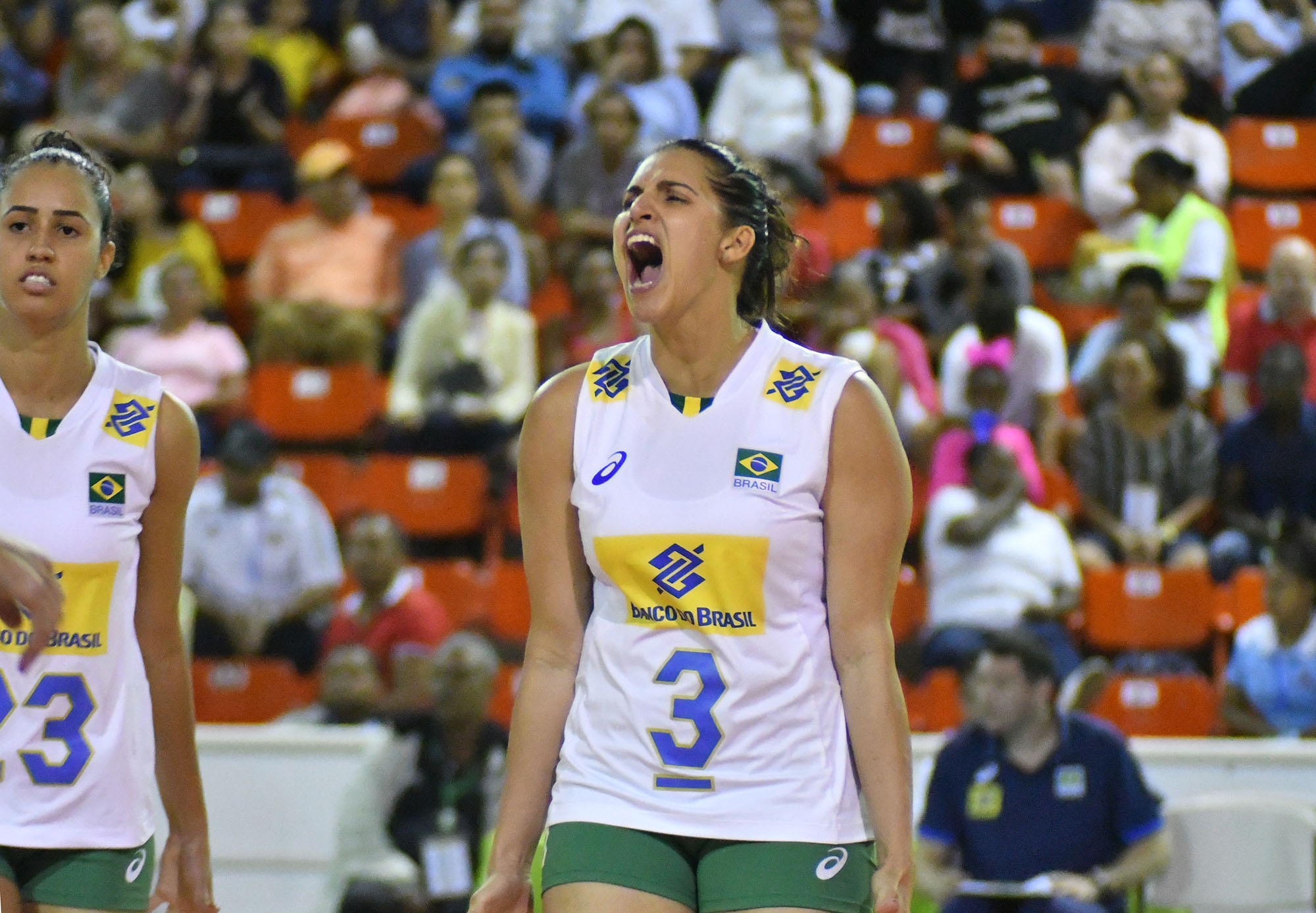 Com Thaisa e Dani Lins, Brasil segue preparação para Mundial