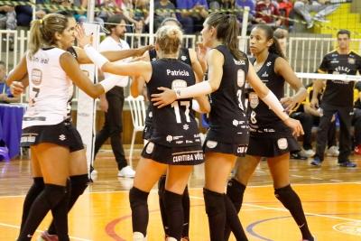 De olho nas semifinais, Curitiba Carob House/CMP recebe Lavras