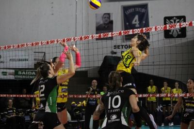 Dentil/Praia Clube sai na frente nas quartas de final