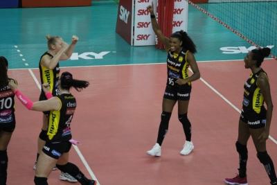 Dentil/Praia Clube vence Vôlei Nestlé e abre vantagem no playoff