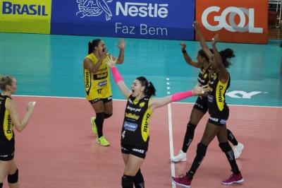 Dentil/Praia Clube vence Vôlei Nestlé e está na final