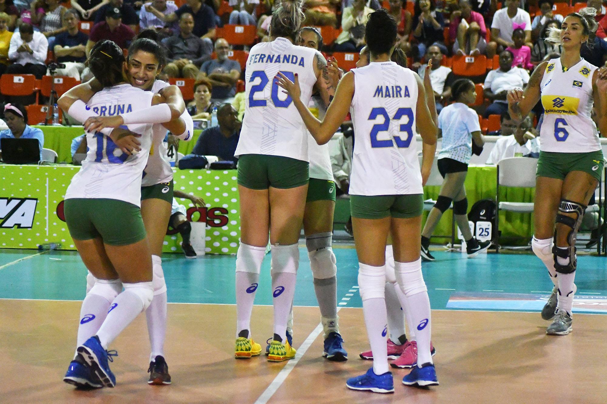 Em busca da final, Brasil duela com República Dominicana