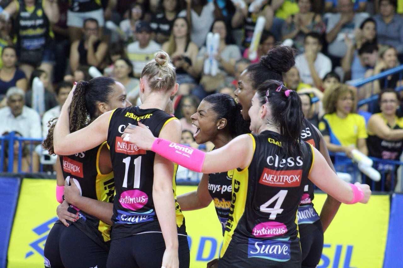 Em jogo emocionante, Dentil/Praia Clube vence Vôlei Nestlé