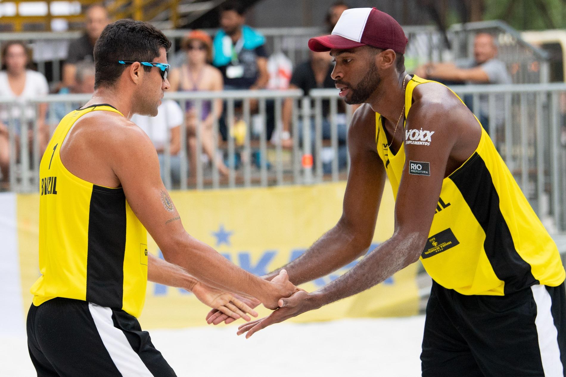 Evandro/Vitor Felipe reestreia dupla indo direto às oitavas de final em Ostrava