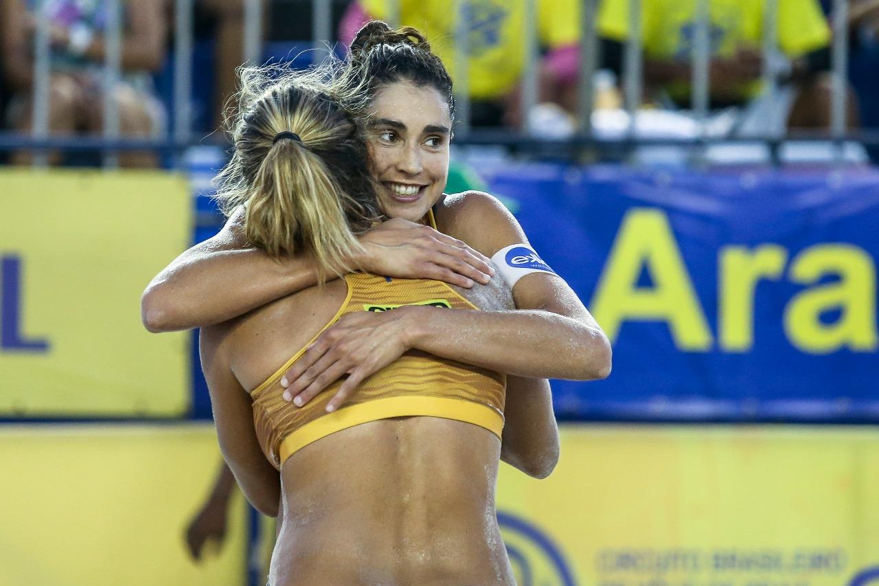 Fê Berti/Bárbara e Ana/Rebecca decidem título em Aracaju; Maria Elisa e Carol conquistam a temporada