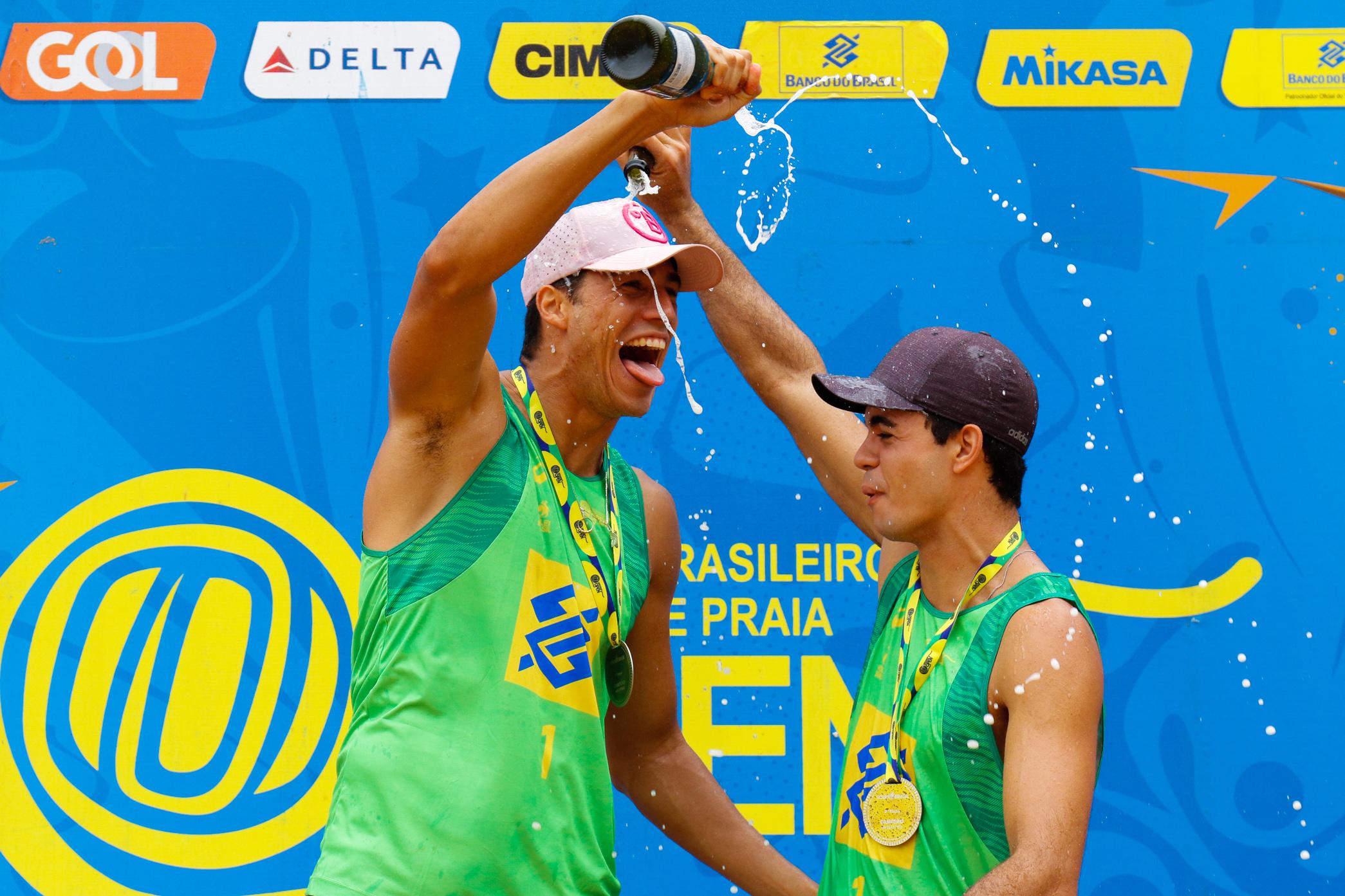 Guto e Saymon vencem etapa de Vila Velha (ES) na retomada da parceria