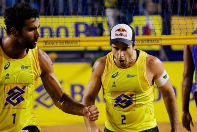 Guto/Saymon e Pedro Solberg/Bruno Schmidt disputam o título em Vila Velha