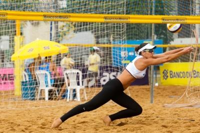 Lili ganha vaga à semifinal de presente e brigará por medalha em Vila Velha