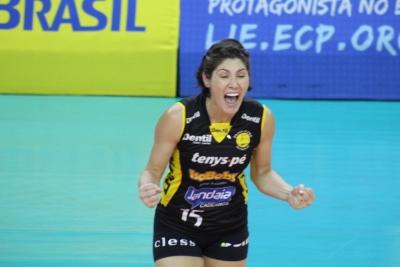 Natasha mostra força do grupo no Dentil/Praia Clube