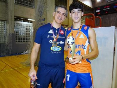 Paixão pelo vôlei passa de pai para filho em Uberlândia