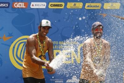 Pedro Solberg/Bruno Schmidt fecham o ano com título da etapa de Campo Grande