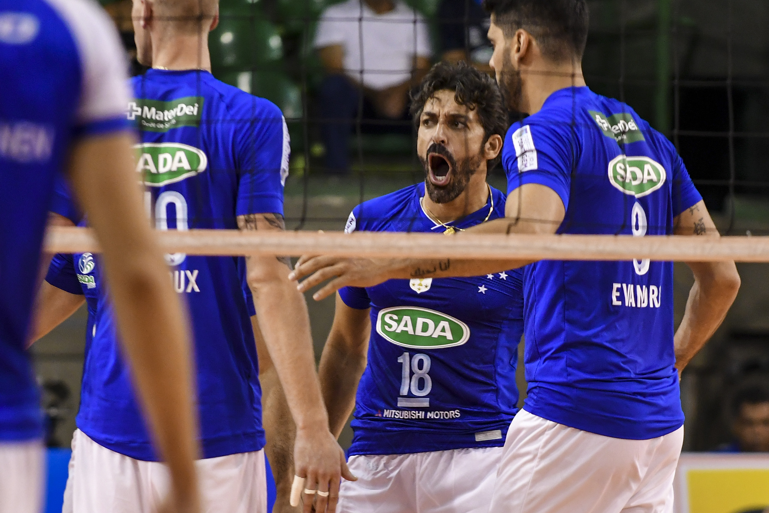 Sada Cruzeiro e Sesi-SP fazem duelo de estrelas na abertura da temporada