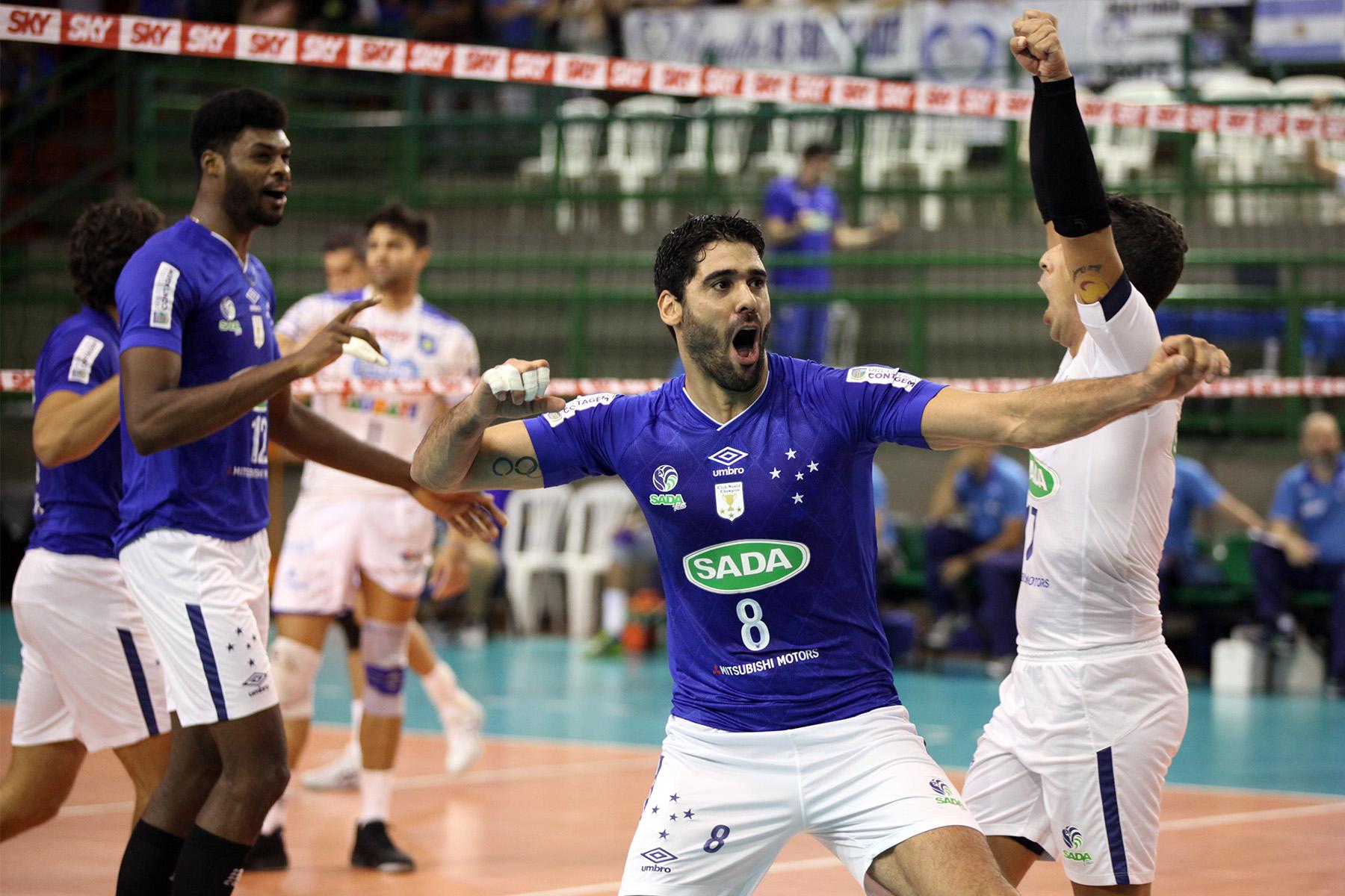 Evandro comemora ponto na vitória do Sada Cruzeiro (Créditos  Renato Araújo Sada  Cruzeiro) b5f28ae6335f8