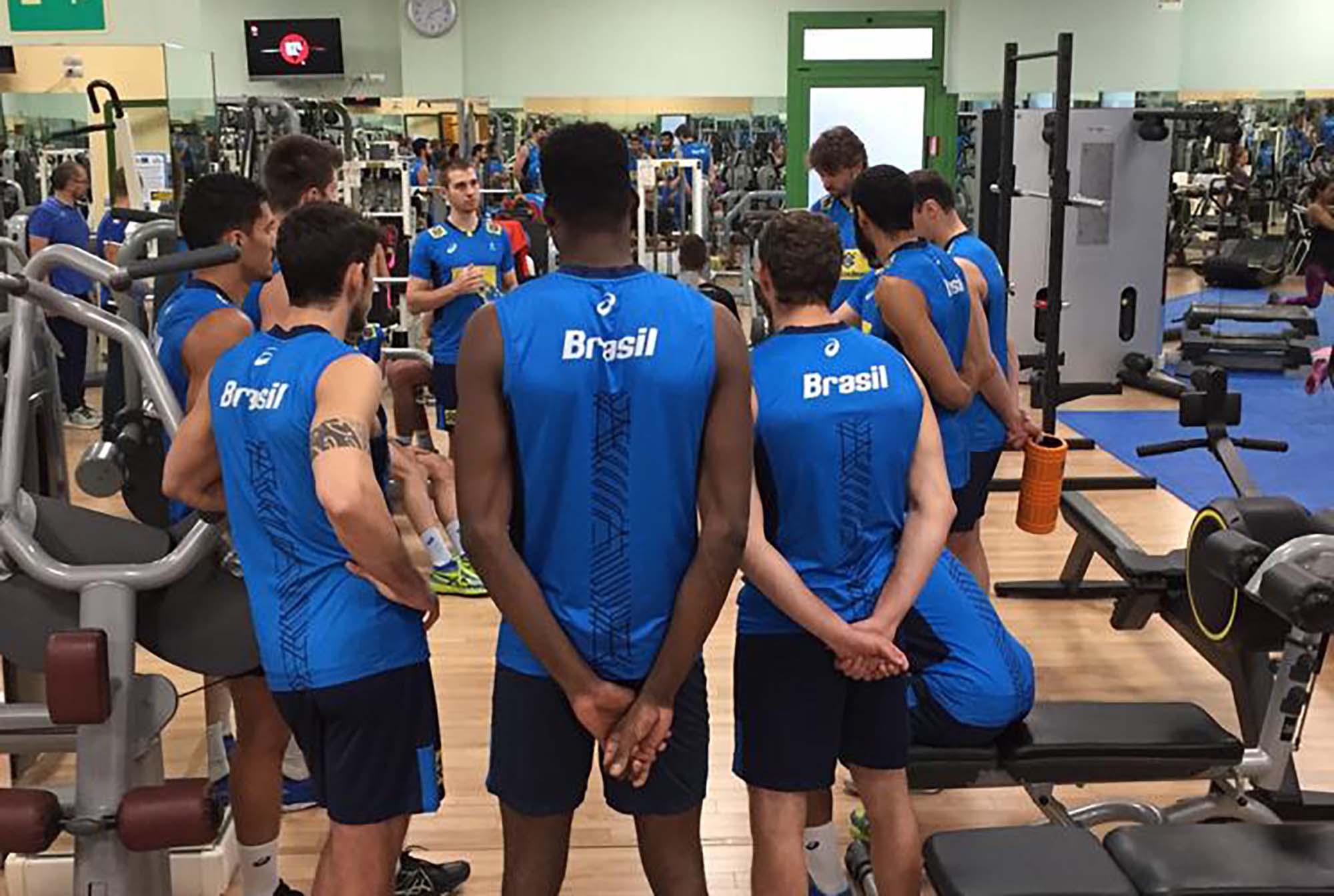 Seleção brasileira desembarca em Bolonha para segunda fase
