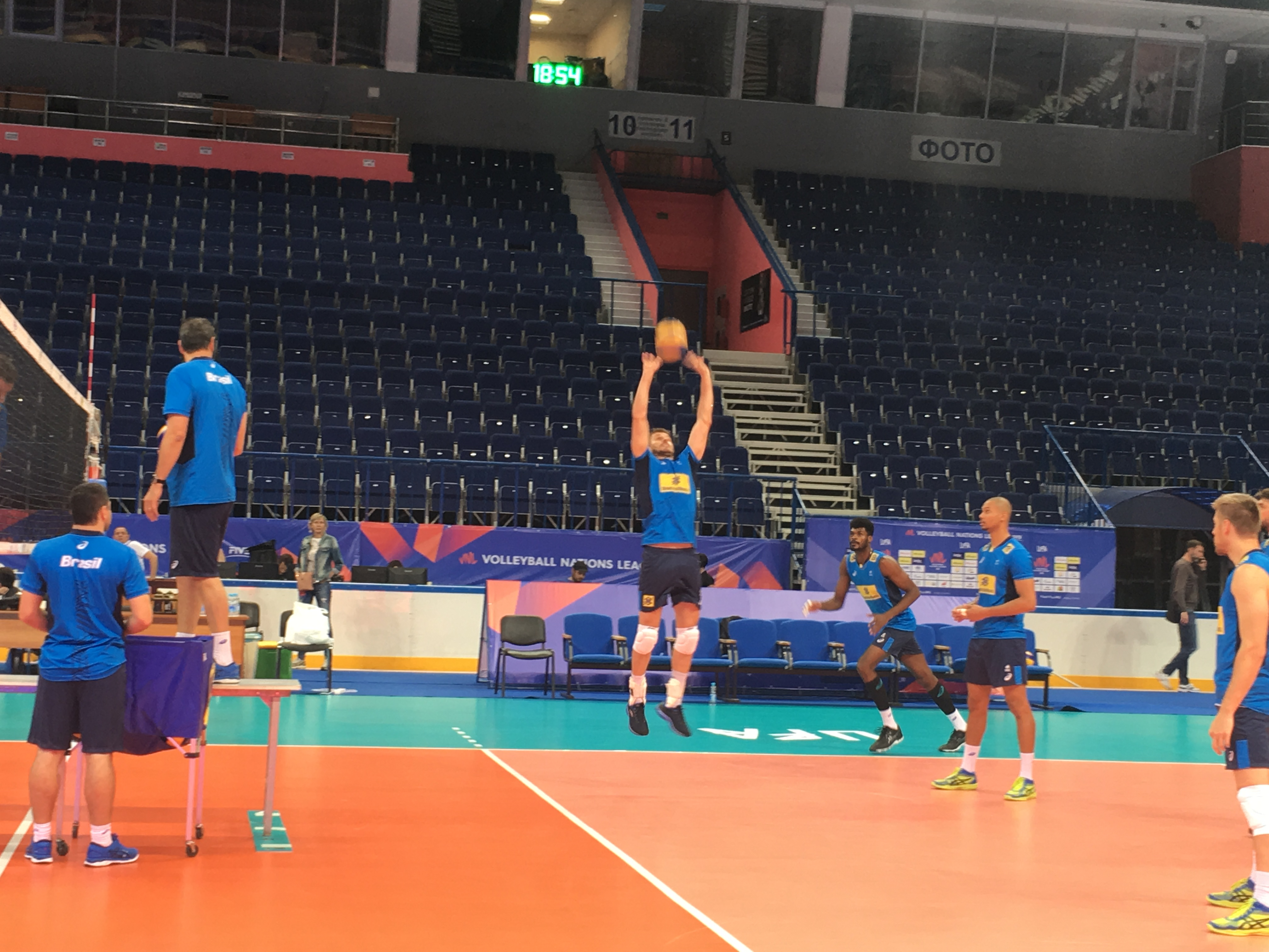 Seleção brasileira faz primeiro treino na Rússia