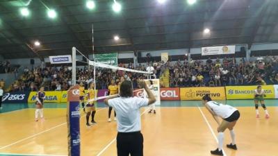 Vôlei Positivo/Londrina vence CEFA e está nas semifinais