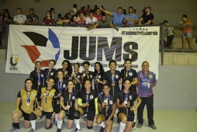 Voleibol feminino da UFMA conquista a etapa da Grande Ilha